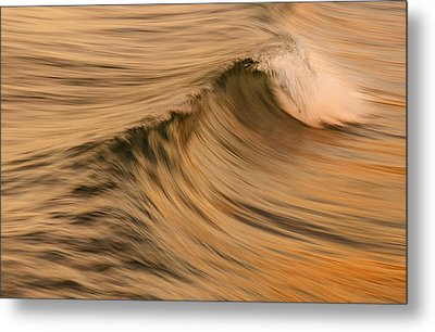 Golden Wave Of Hawaii Metal Print by Tin Lung Chao