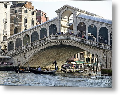 Gondolas Beneath Rialto Bridge On Grand Canal Metal Print by Sami Sarkis