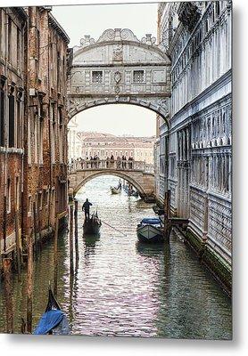 Gondolas Under Bridge Of Sighs Metal Print