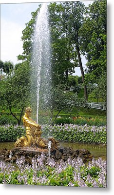 Graden Fountain At Peterhoff Russia Metal Print by Linda Phelps