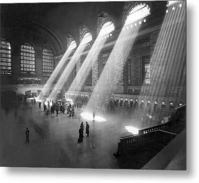 Grand Central Station Sunbeams Metal Print by Underwood Archives