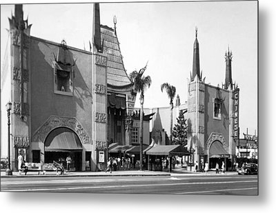 Grauman's Chinese Theater Metal Print by Underwood Archives
