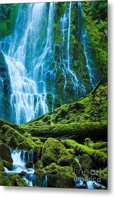 Green Waterfall Metal Print