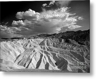 Grooving In Death Valley Metal Print