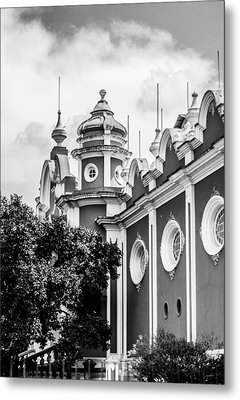 Guatemalan Architecture - Black And White Metal Print by Shelby  Young