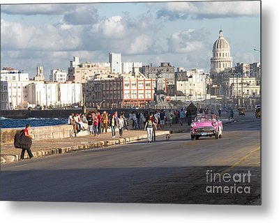 Havanna - Malecon Metal Print by Juergen Klust