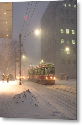 Heading Home In The Snowstorm Metal Print by Alfred Ng