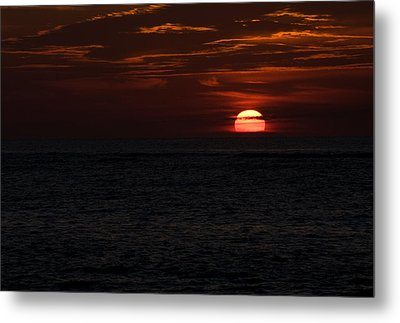 Metal Print featuring the photograph Here Comes The Sun by Greg Graham