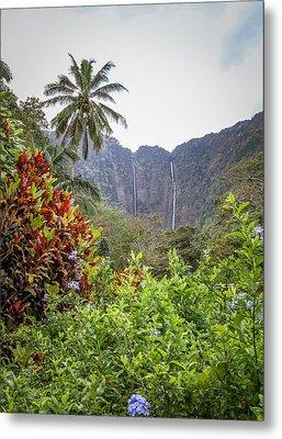 Hiilawe And Hakalaoa Falls Metal Print by Denise Bird