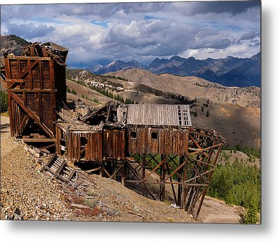 Holding On Metal Print by Leland D Howard