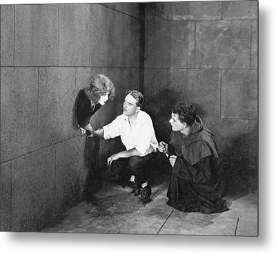 Hole In The Wall Woman Metal Print by Underwood Archives