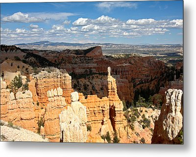Hoodoos In The Sunlight In Bryce Canyon Np Metal Print