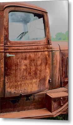 Hop In Metal Print by Lynn Sprowl