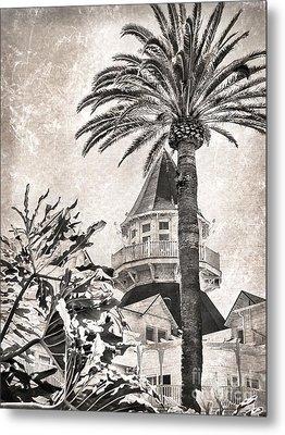 Metal Print featuring the photograph Hotel Del Coronado by Peggy Hughes
