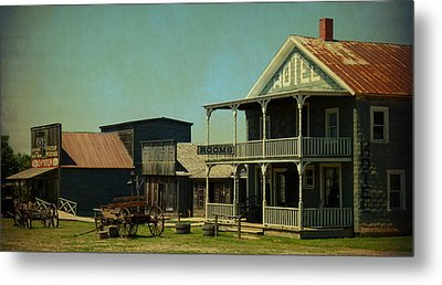 Hotel On Main Street Metal Print by Terry Eve Tanner