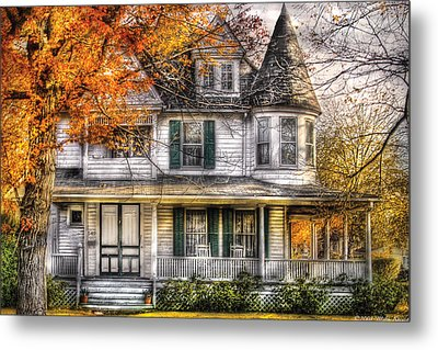 House - Classic Victorian Metal Print by Mike Savad