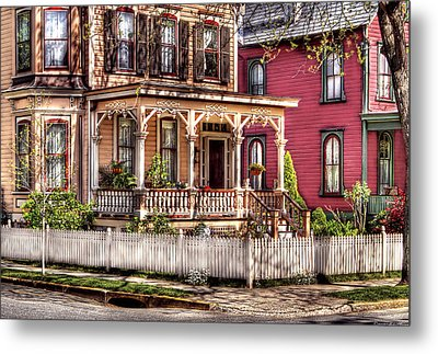 House - Country Victorian Metal Print by Mike Savad