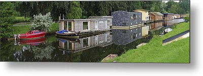 Houseboats In Canal Metal Print by Hans Engbers