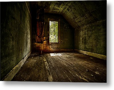Hunted House In The Daylight Metal Print