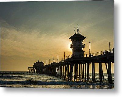 Huntington Pier And Sunset Metal Print by Vwpics - Roberto Lopez