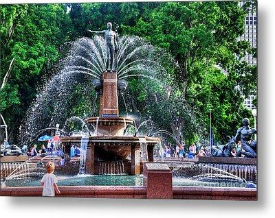 Hyde Park Fountain Metal Print by Kaye Menner