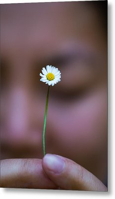 I Praise Thee Daisy Metal Print by Mike Lee
