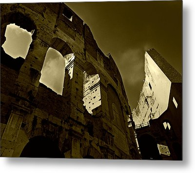 Metal Print featuring the photograph Il Colosseo by Micki Findlay