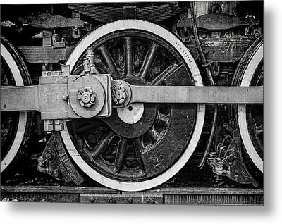 Metal Print featuring the photograph In The Middle by Ken Smith