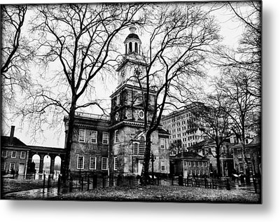 Independence Hall In Black And White Metal Print by Bill Cannon