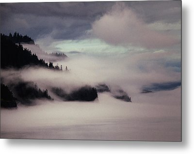 Inside Passage In The Mist Metal Print by Vicki Jauron