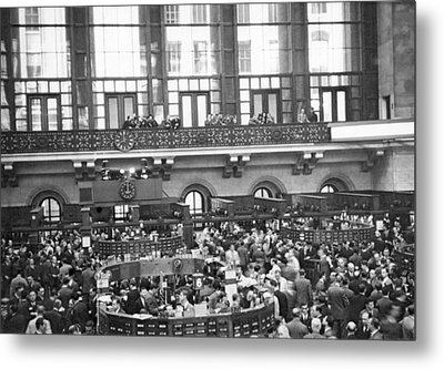 Interior Of Ny Stock Exchange Metal Print by Underwood Archives
