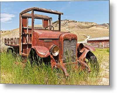 Metal Print featuring the photograph International Truck by Sue Smith