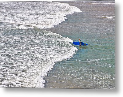 Into The Surf Metal Print by Susan Wiedmann