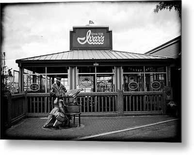 Ivar's On The Waterfront Metal Print by Tanya Harrison