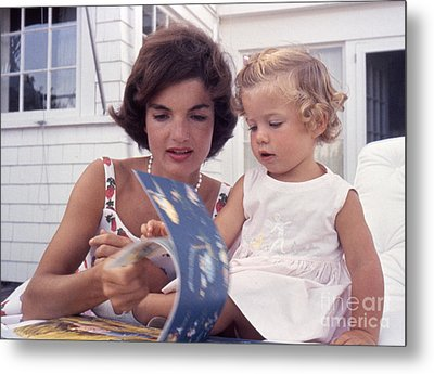 Jacqueline And Caroline Kennedy At Hyannis Port 1959 Metal Print by The Harrington Collection