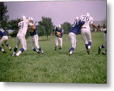 Johnny Unitas Running Up The Middle Metal Print