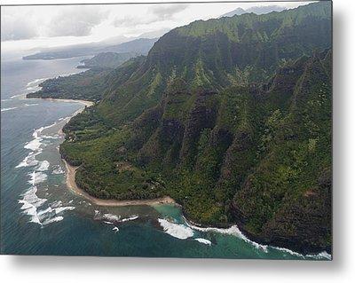 Kee Beach Along The Na Pali Coast - Kauai Hawaii Metal Print by Brian Harig