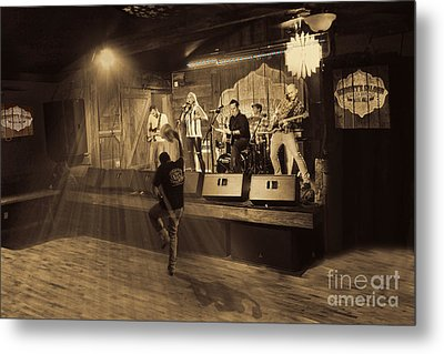 Keri Leigh Singing At Schmitt's Saloon Metal Print by Dan Friend