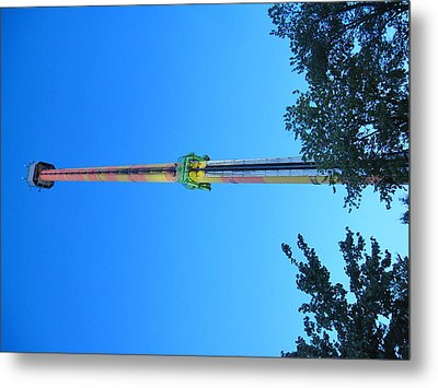 Kings Dominion - Drop Tower - 12126 Metal Print by DC Photographer