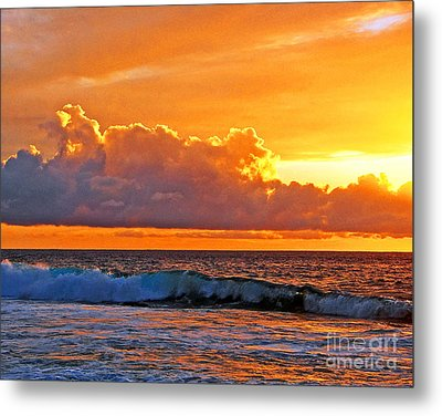 Kona Golden Sunset Metal Print by David Lawson