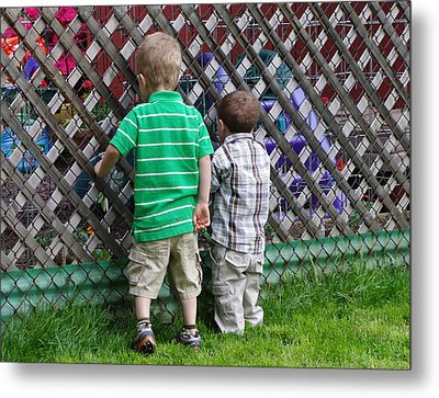 Metal Print featuring the photograph Kurious Kids by Greg Graham