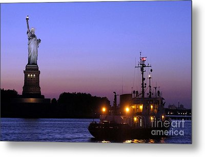 Metal Print featuring the photograph Lady Liberty At Dusk by Lilliana Mendez