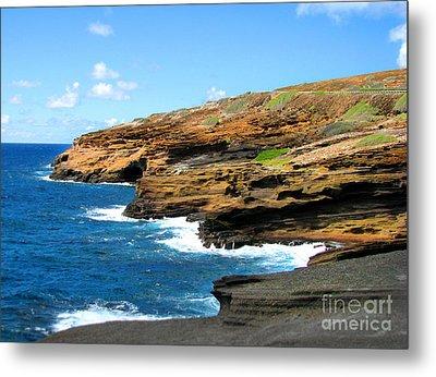Metal Print featuring the photograph Lanai Lookout by Kristine Merc
