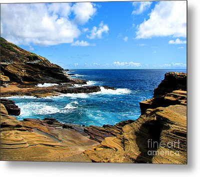 Metal Print featuring the photograph Lanai Scenic Lookout by Kristine Merc