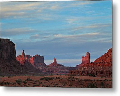 Metal Print featuring the photograph Last Light In Monument Valley by Alan Vance Ley