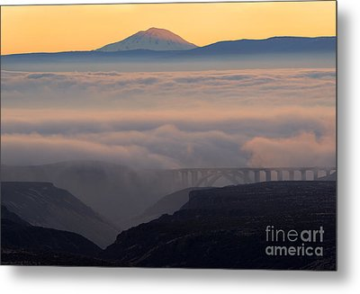 Last Light Over Mt. Adams Metal Print by Mike Dawson