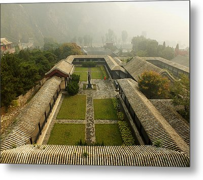 Metal Print featuring the photograph Late Morning Fog At The Great Wall  by Lucinda Walter
