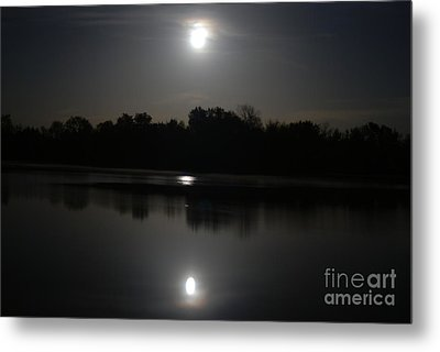 Late Night At The Lake Metal Print by Mark McReynolds