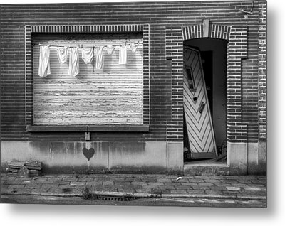 Laundry And Abandoned House Metal Print by Dirk Ercken