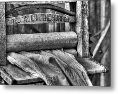 Metal Print featuring the photograph Laundry by Dawn Currie